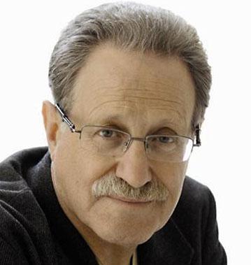 Эдуард Львович Ливнев является штатным режиссером в театре им. Рубена Симонова